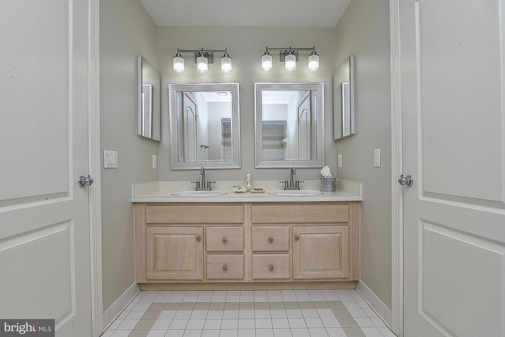 Buddy Bath with New Mirrors & Fixtures - 11330 BRIGHT POND LN, RESTON