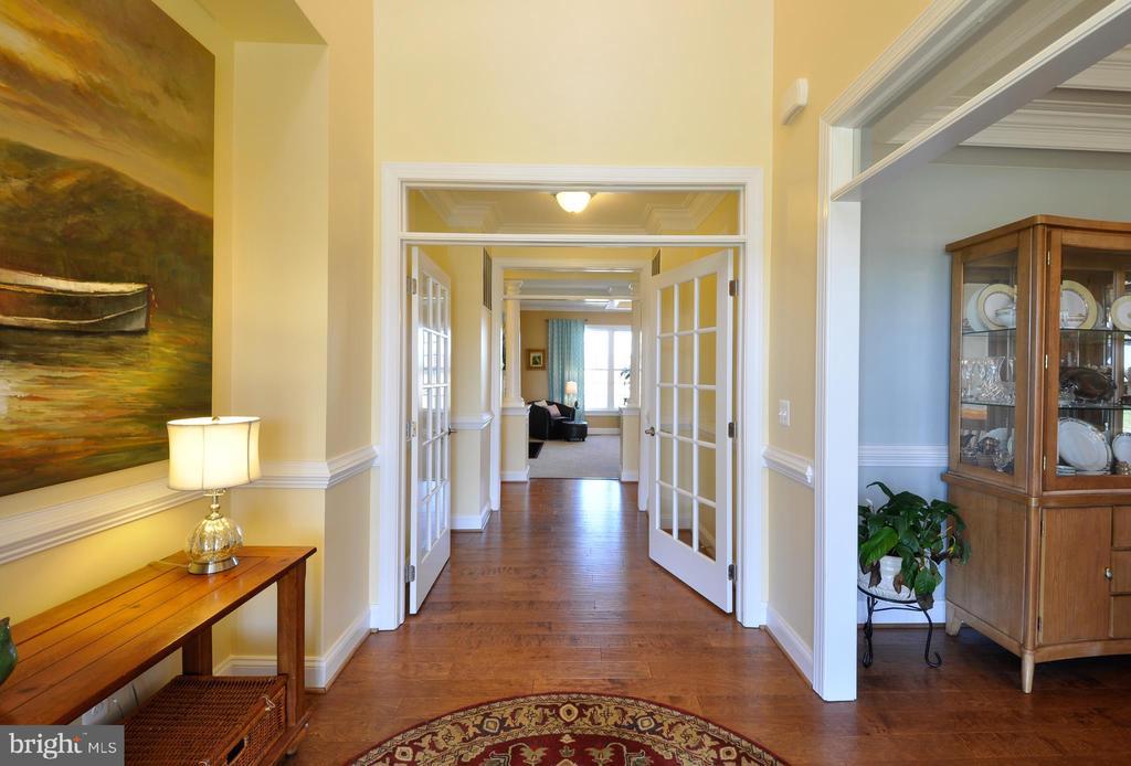 Love this foyer! - 9910 AGNES LN, SPOTSYLVANIA
