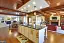 Kitchen opens to family room - 9910 AGNES LN, SPOTSYLVANIA