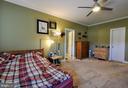 Bedroom with full bath on 2nd level - 9910 AGNES LN, SPOTSYLVANIA