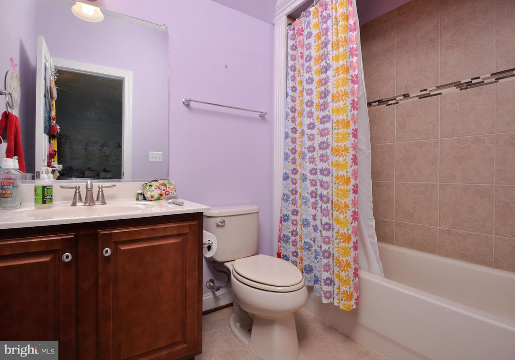 Each bedroom has a full bath - 9910 AGNES LN, SPOTSYLVANIA