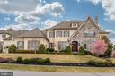 Largest home in Maymont community - 9637 MAYMONT DR, VIENNA