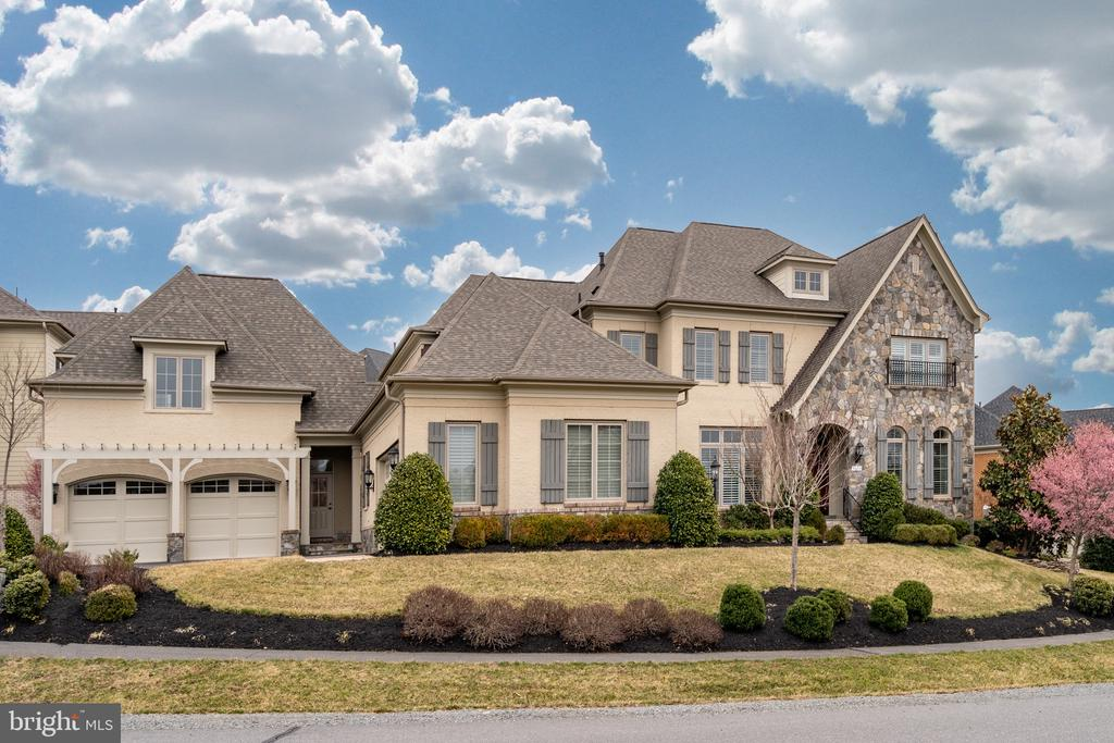 Largest estate home in Maymont community - 9637 MAYMONT DR, VIENNA