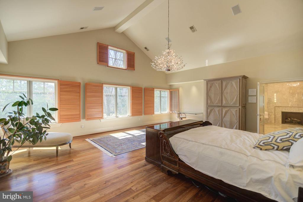 Owner's Suite - Cathedral Ceiling - 1168 CHAIN BRIDGE RD, MCLEAN
