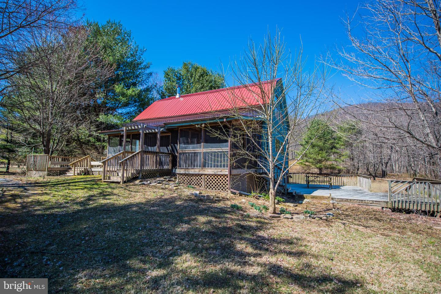 Additional photo for property listing at 35 Flagstone Lane Berkeley Springs, West Virginia 25411 United States
