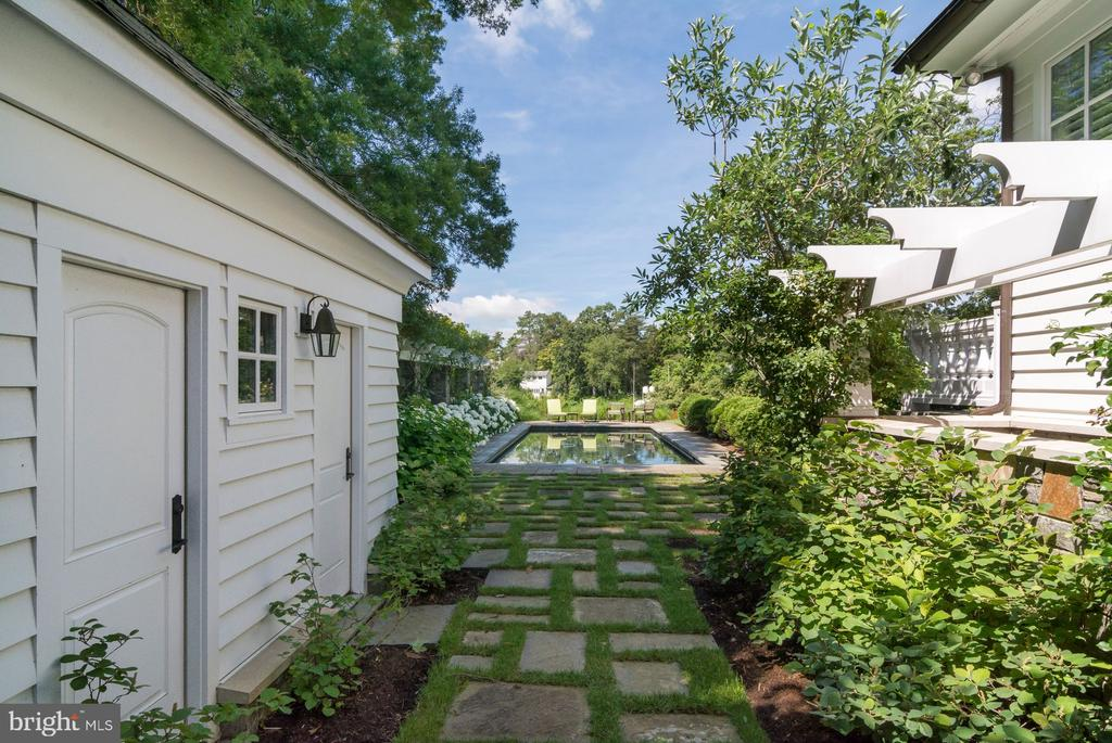 Pool House with full bath and outdoor shower - 948 MELVIN RD, ANNAPOLIS