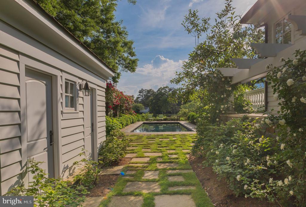 Pool House - 948 MELVIN RD, ANNAPOLIS