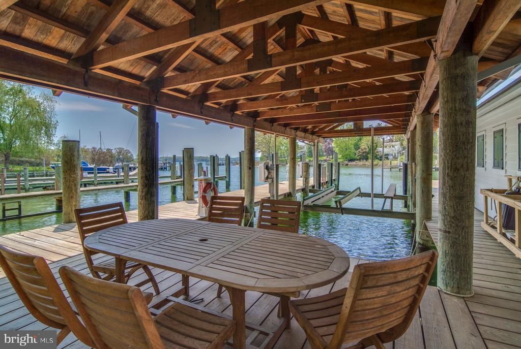 Docks with picnic area - 948 MELVIN RD, ANNAPOLIS