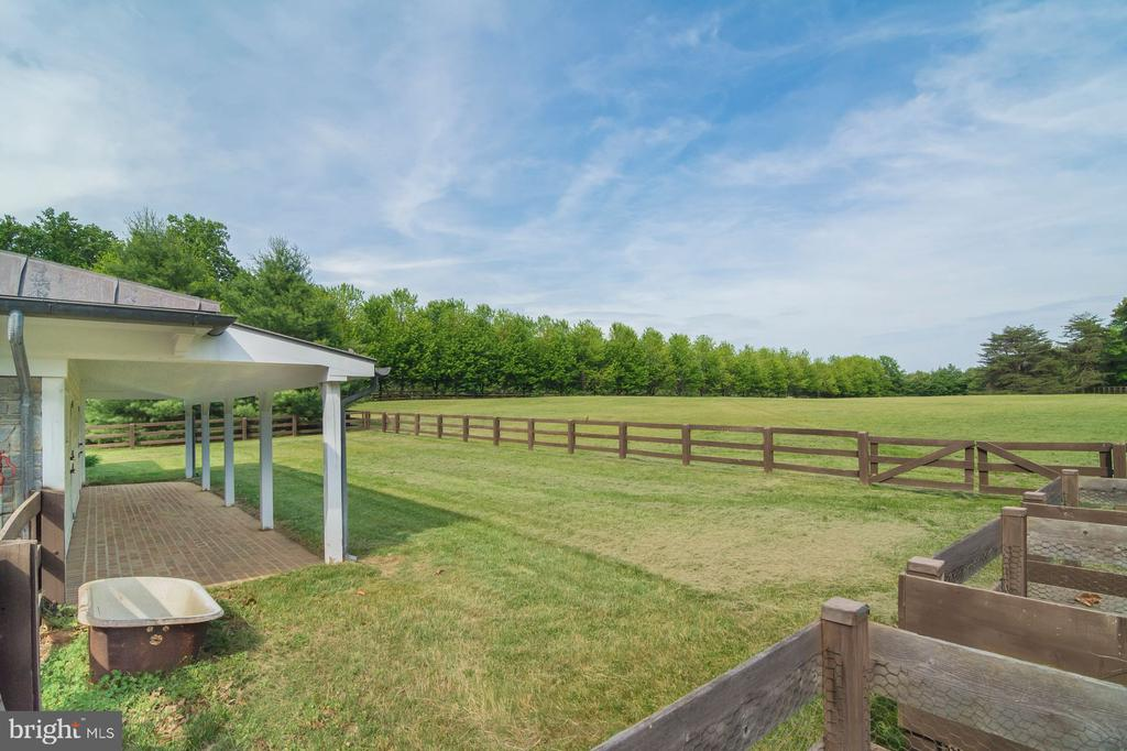 Barn with 2 pastures - 948 MELVIN RD, ANNAPOLIS