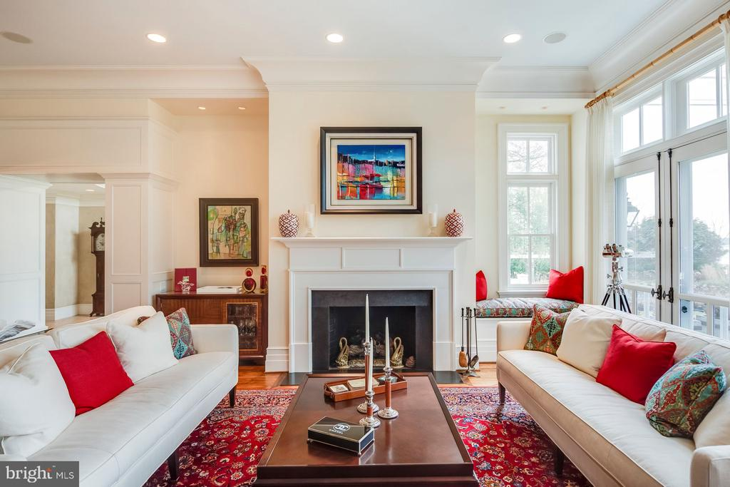 Living Room with gas burning fireplace - 948 MELVIN RD, ANNAPOLIS