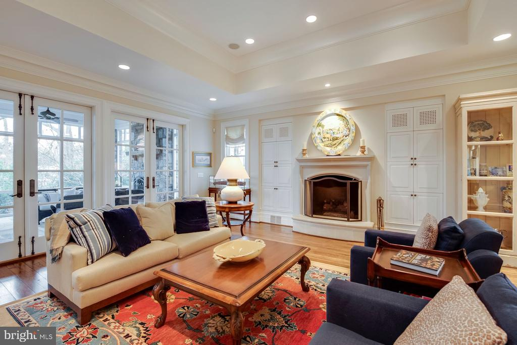 Family Room with gas burning fireplace - 948 MELVIN RD, ANNAPOLIS
