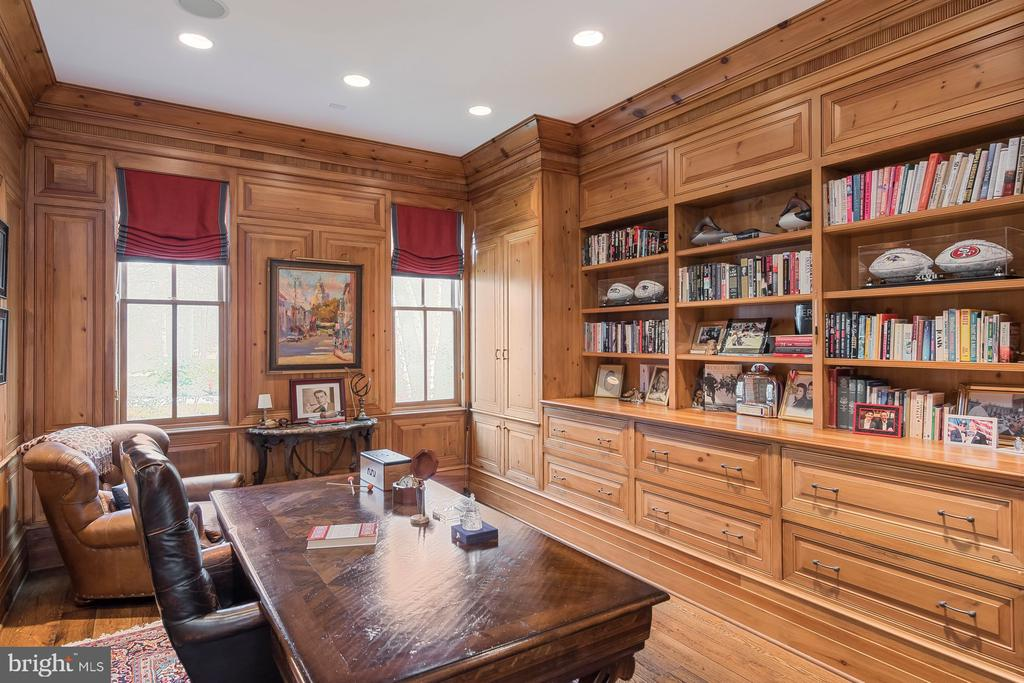 Office/Library - 948 MELVIN RD, ANNAPOLIS