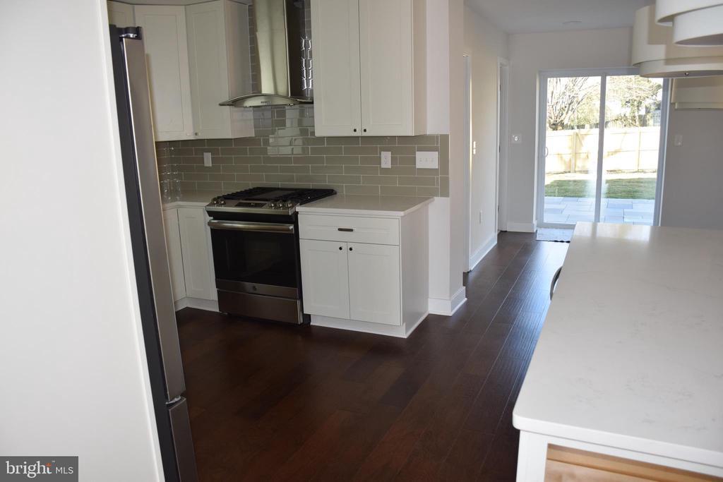 Kitchen - 2014 S LANGLEY ST, ARLINGTON