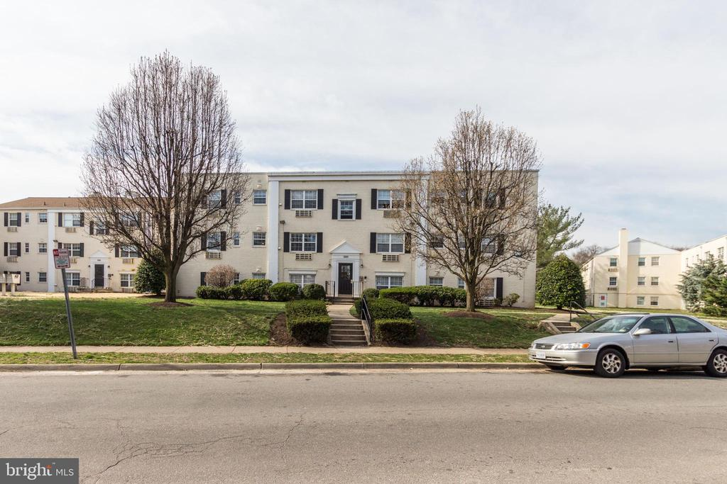 Across the street from the Huntington Metro - 2241 FARRINGTON AVE #201, ALEXANDRIA
