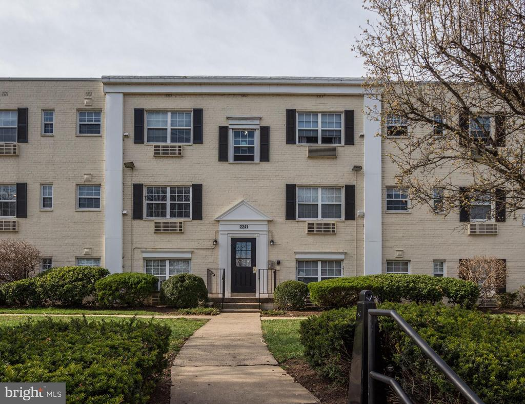Quiet community - 2241 FARRINGTON AVE #201, ALEXANDRIA