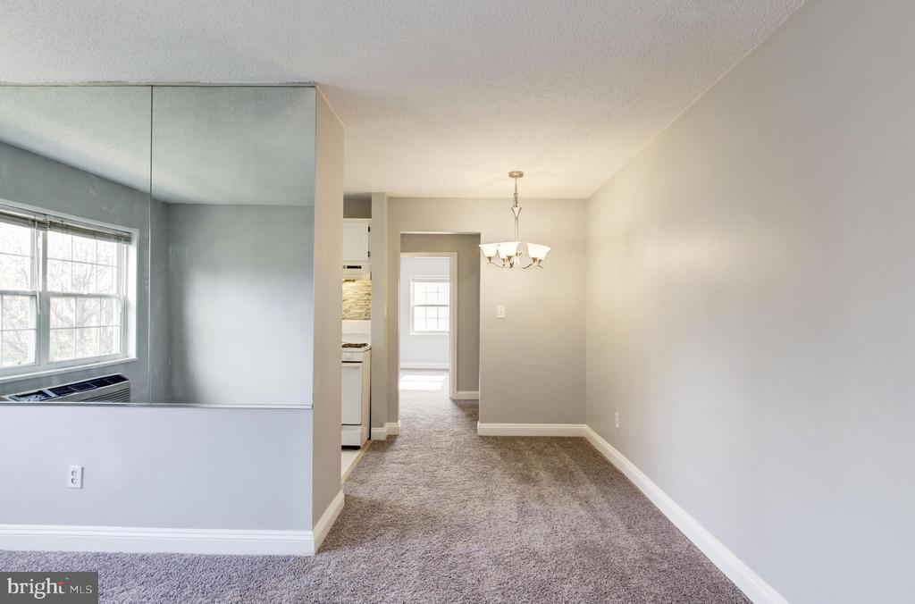 Brand new dining room light fixture! - 2241 FARRINGTON AVE #201, ALEXANDRIA