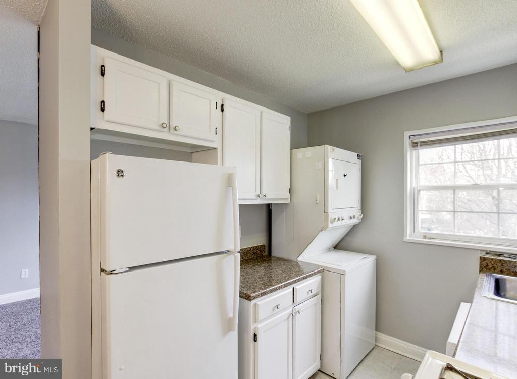 Washer & dryer in-unit - 2241 FARRINGTON AVE #201, ALEXANDRIA