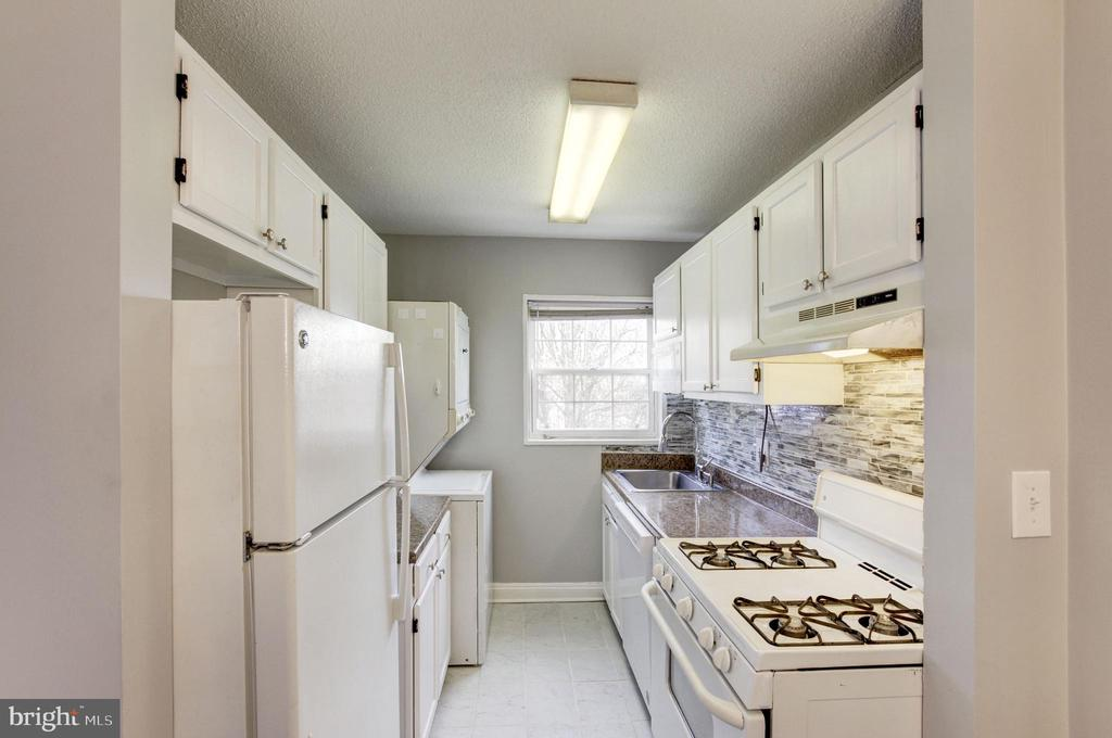 Brand new tile floors! - 2241 FARRINGTON AVE #201, ALEXANDRIA
