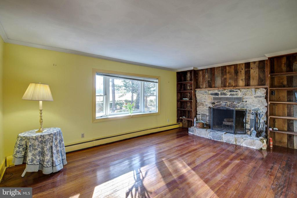 Living Room, Bow Window,Fireplace w Built-in Bk Sh - 1919 CASTLEMAN RD, BERRYVILLE