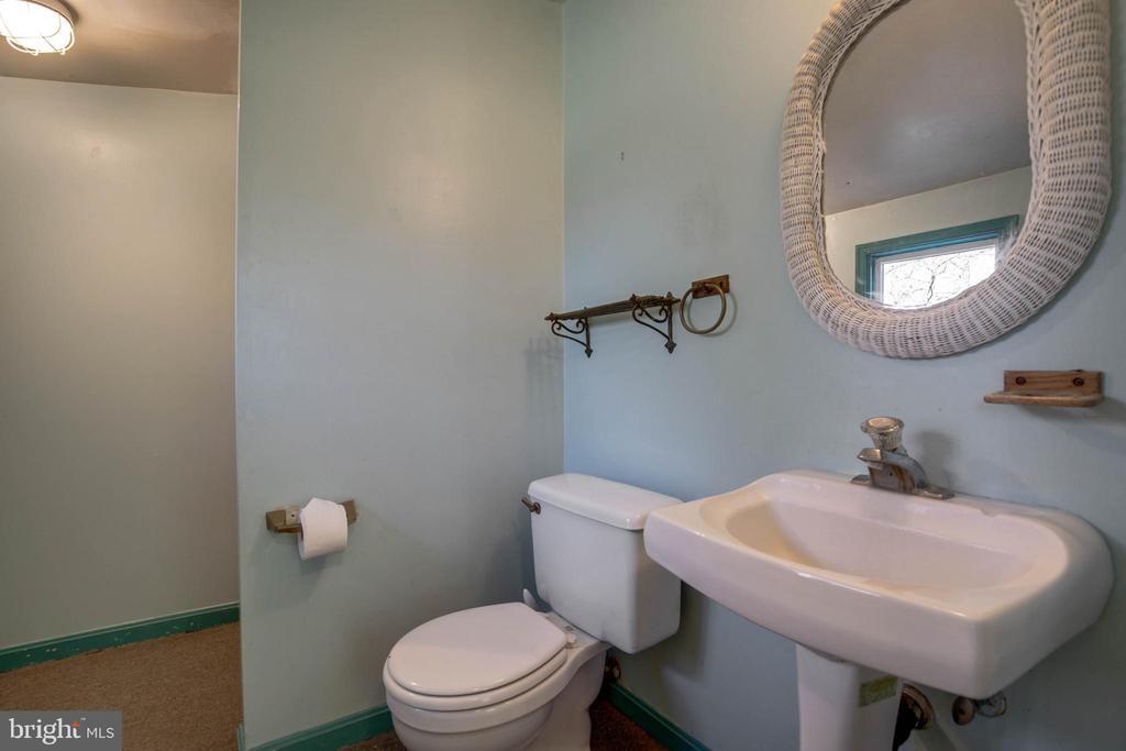 Bath 2 Upstairs - 1919 CASTLEMAN RD, BERRYVILLE
