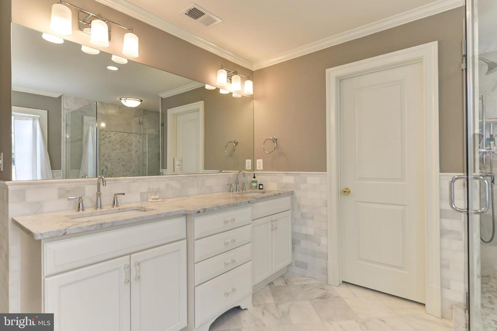 Master Bath has marble tile and counters - 402 PRINCETON BLVD, ALEXANDRIA