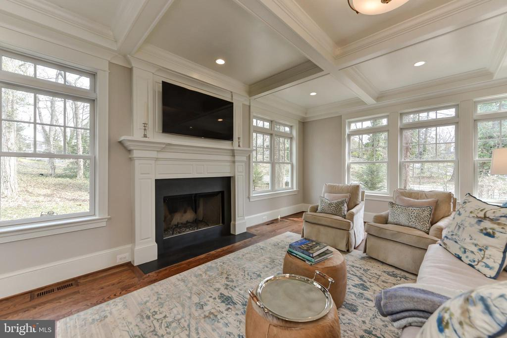 Wood burning fireplace can be converted to gas - 402 PRINCETON BLVD, ALEXANDRIA