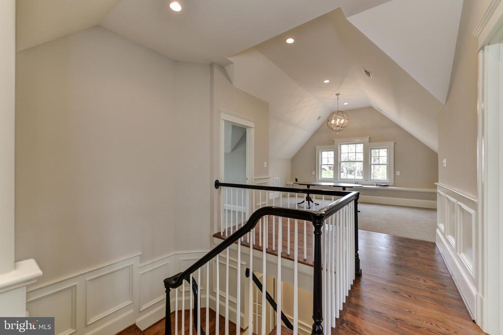 Third floor vaulted ceilings - 402 PRINCETON BLVD, ALEXANDRIA