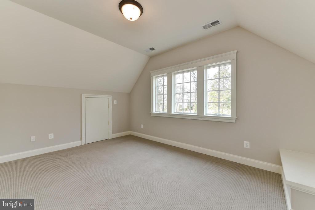 2nd room on third floor - quiet office space. - 402 PRINCETON BLVD, ALEXANDRIA