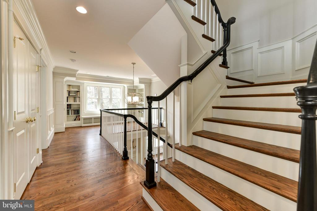 Stairs to finished third floor - 402 PRINCETON BLVD, ALEXANDRIA