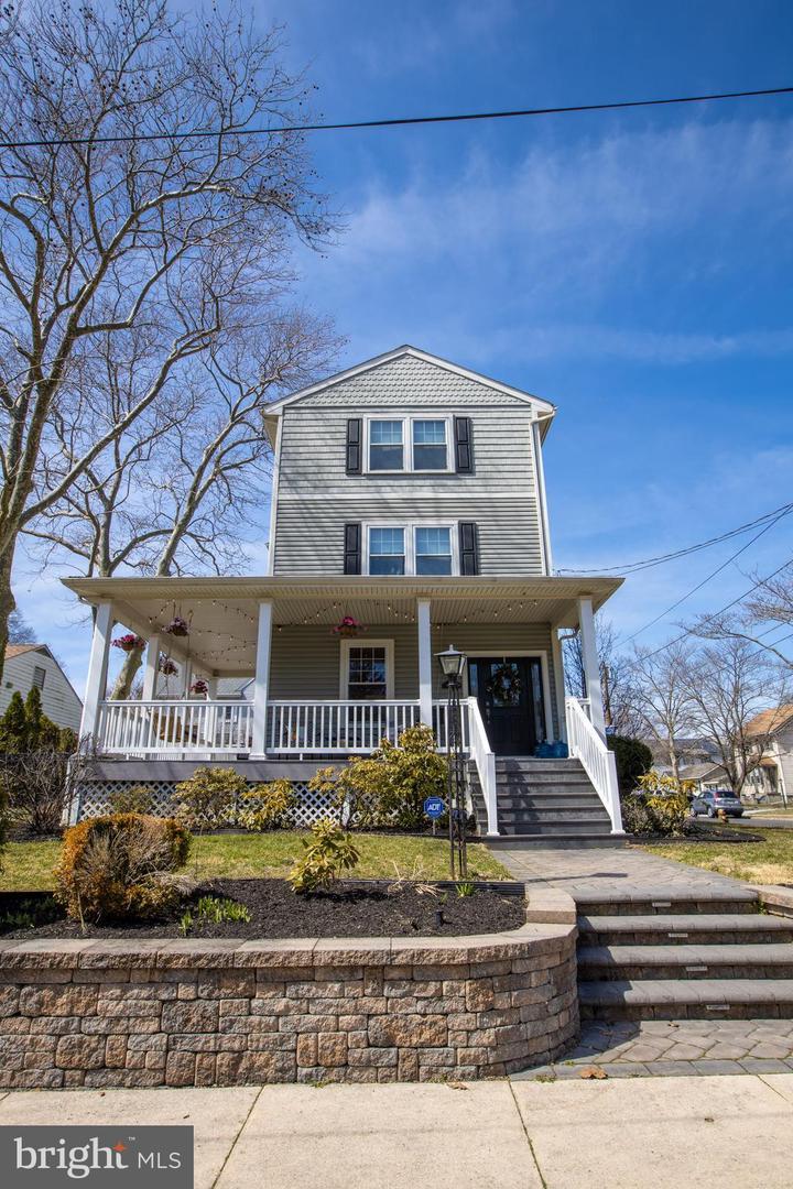 Maison unifamiliale pour l Vente à 609 ONEIDA Haddon Township, New Jersey 08108 États-Unis