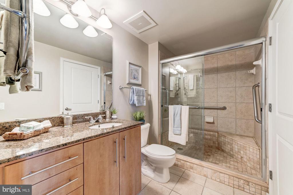 Bath with Granite Top Vanity & Heated Towel Rack - 1021 N GARFIELD ST #221, ARLINGTON