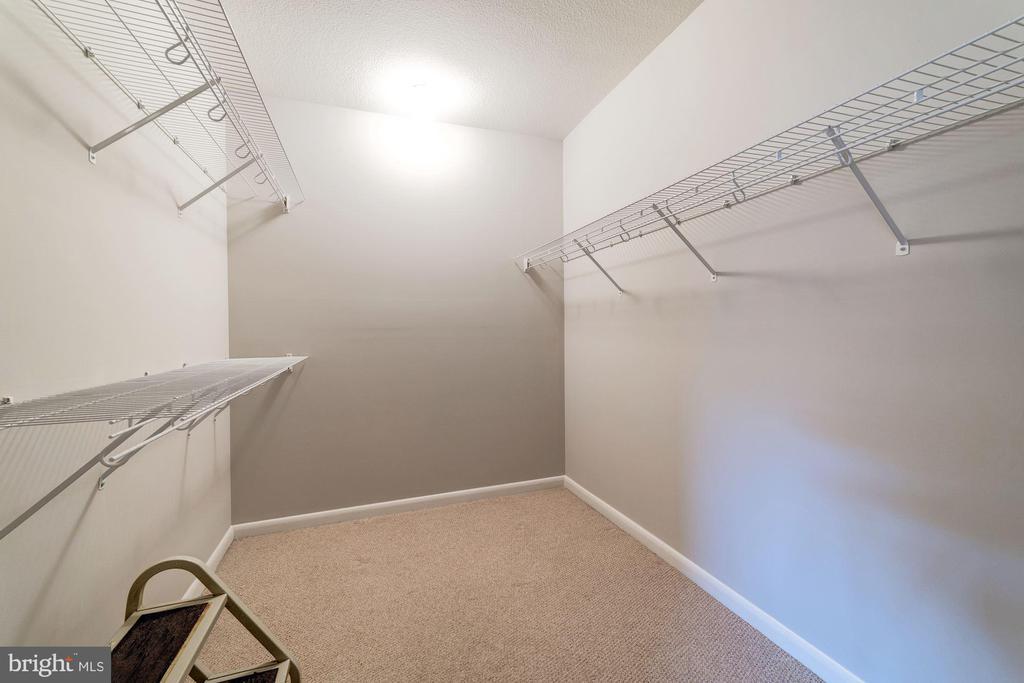 Walk-in Closet - 1021 N GARFIELD ST #221, ARLINGTON