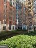 Unit Overlooks Private Courtyard - 1021 N GARFIELD ST #221, ARLINGTON