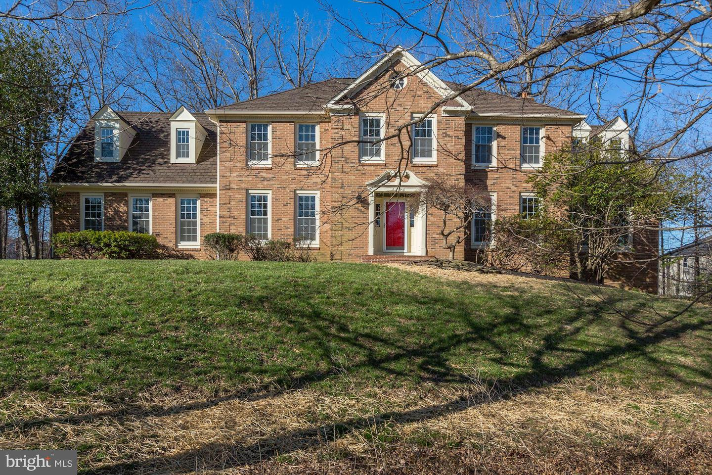 Single Family for Sale at 6420 Woodland Run Ct Clifton, Virginia 20124 United States
