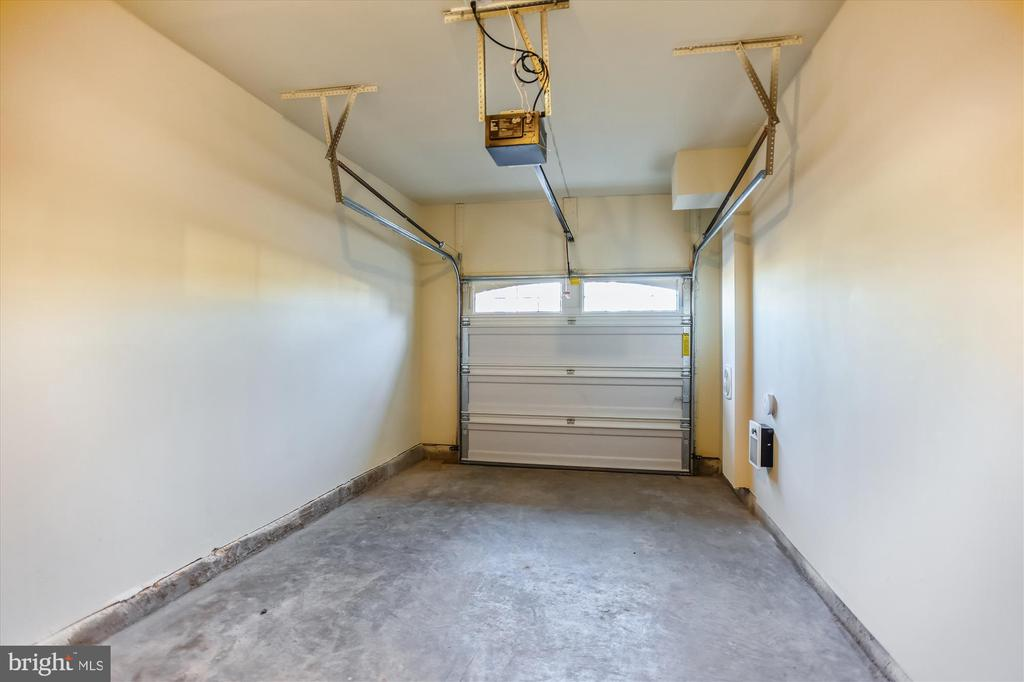 Private Garage Included - 44589 YORK CREST TER #304, ASHBURN
