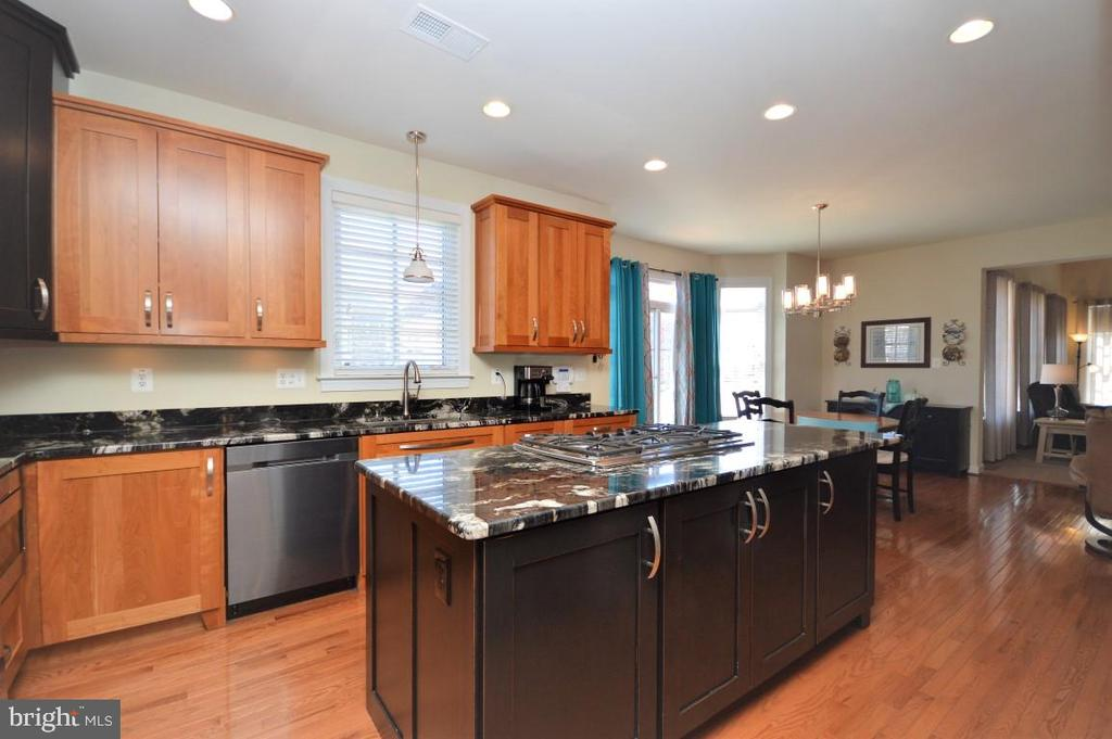Kitchen Opens to Breakfast Area & Family Room - 11829 CLARKS MOUNTAIN RD, BRISTOW