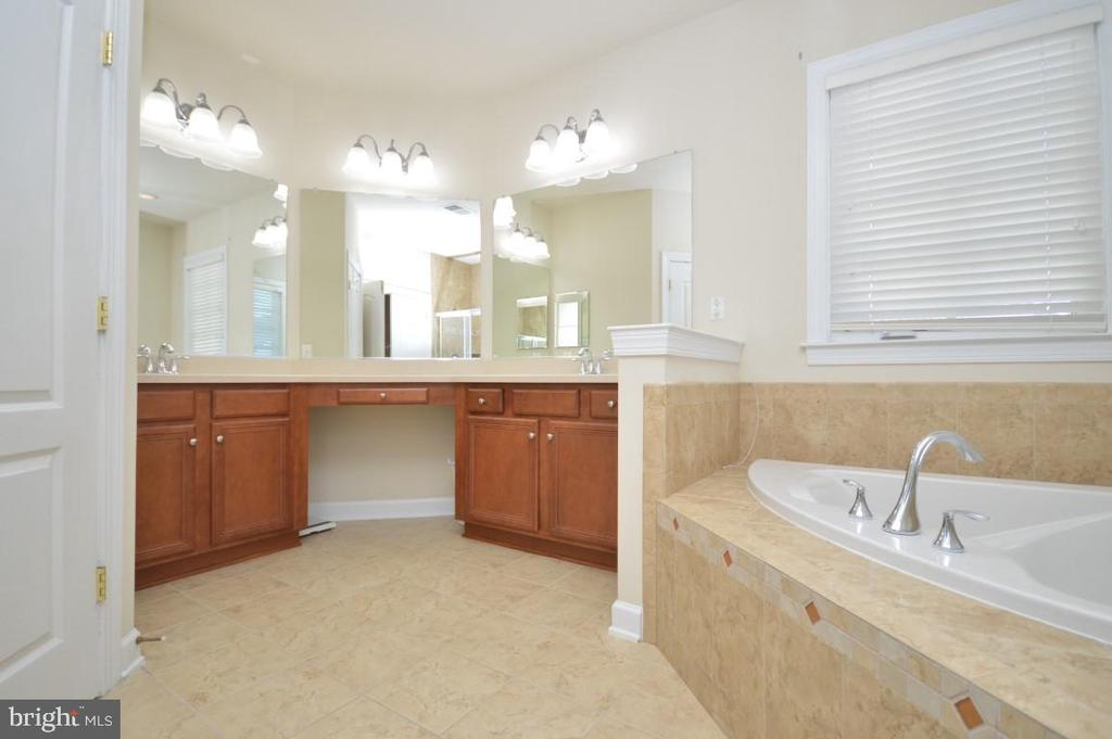 Owners Bath with Double Vanity - 11829 CLARKS MOUNTAIN RD, BRISTOW