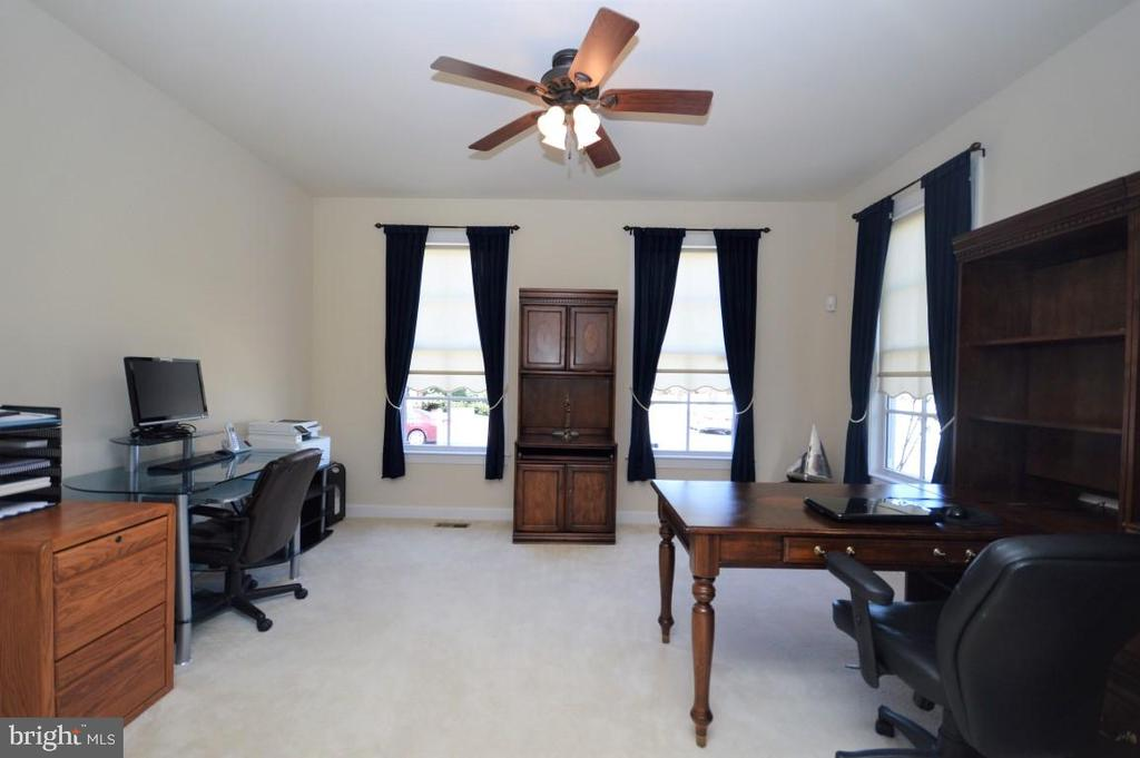 Office on Main Level - 11829 CLARKS MOUNTAIN RD, BRISTOW