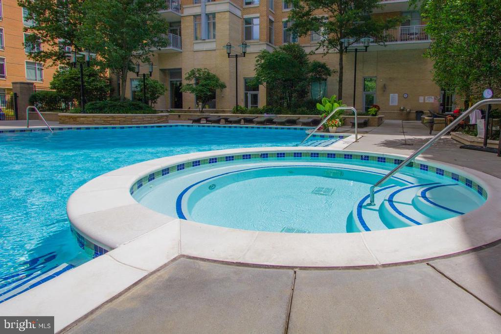 Pool - 11990 MARKET ST #1101, RESTON