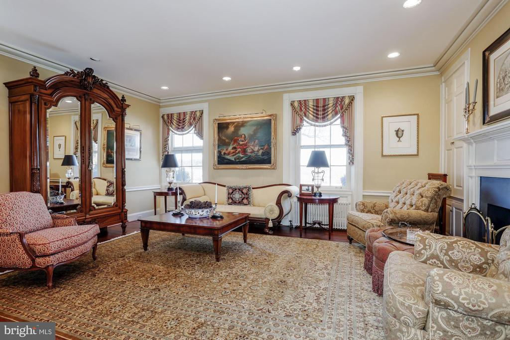 Welcome guests in the Grand Salon. - 40041 HEDGELAND LN, WATERFORD