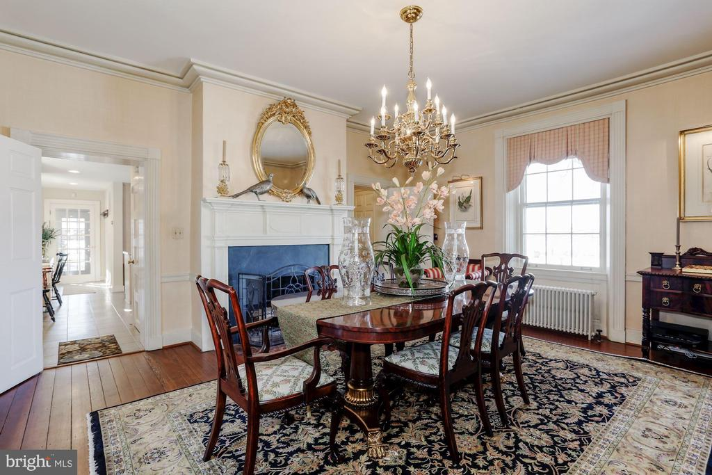Elegant Dining room with 9'+ ceilings - 40041 HEDGELAND LN, WATERFORD