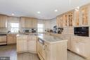 Gourmet kitchen with modern conveniences - 40041 HEDGELAND LN, WATERFORD