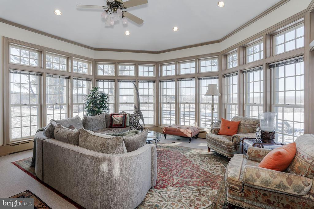 Panoramic views wherever you sit in the Family rm - 40041 HEDGELAND LN, WATERFORD