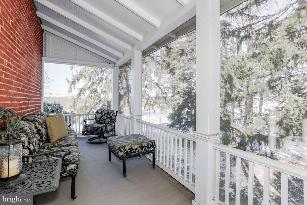 Private screened porch off Library - 40041 HEDGELAND LN, WATERFORD