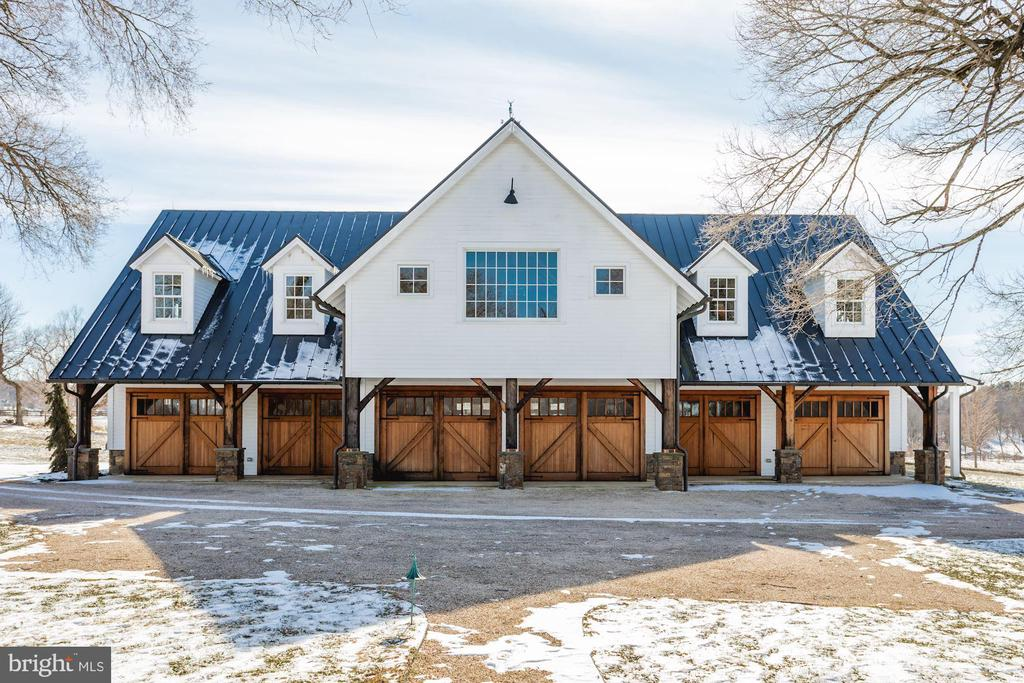 Venue Barn/Garage is a masterpiece! - 40041 HEDGELAND LN, WATERFORD