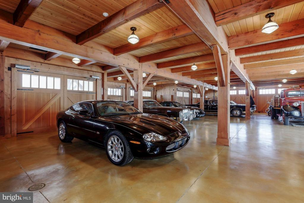 Car collection? No problem! - 40041 HEDGELAND LN, WATERFORD