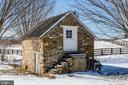 Quaint stone spring house - 40041 HEDGELAND LN, WATERFORD