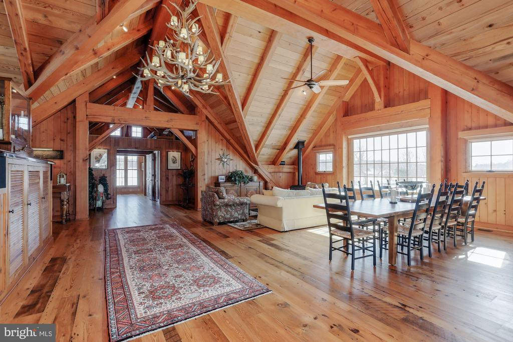 Open area in Venue Barn perfect for entertaining - 40041 HEDGELAND LN, WATERFORD