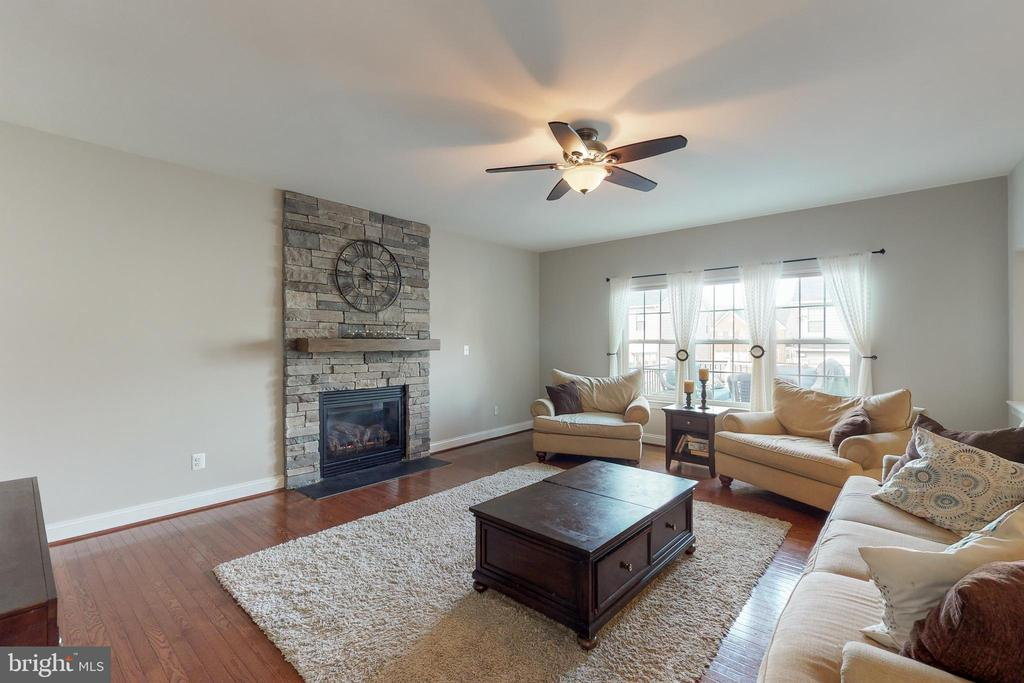 Ceiling fan! - 25875 SYCAMORE GROVE PL, ALDIE
