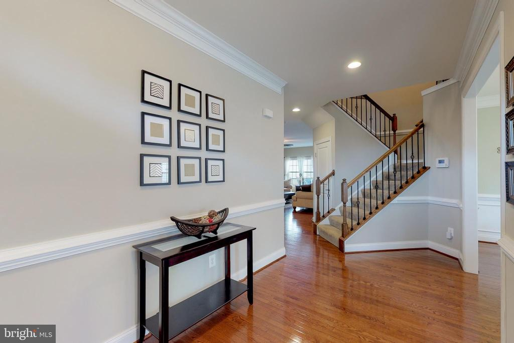 Inviting foyer! - 25875 SYCAMORE GROVE PL, ALDIE